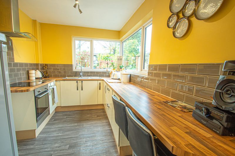 5 bed house for sale in Bell End 4