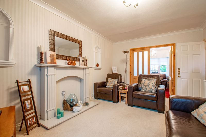 3 bed house for sale in Golden Cross Lane  - Property Image 3