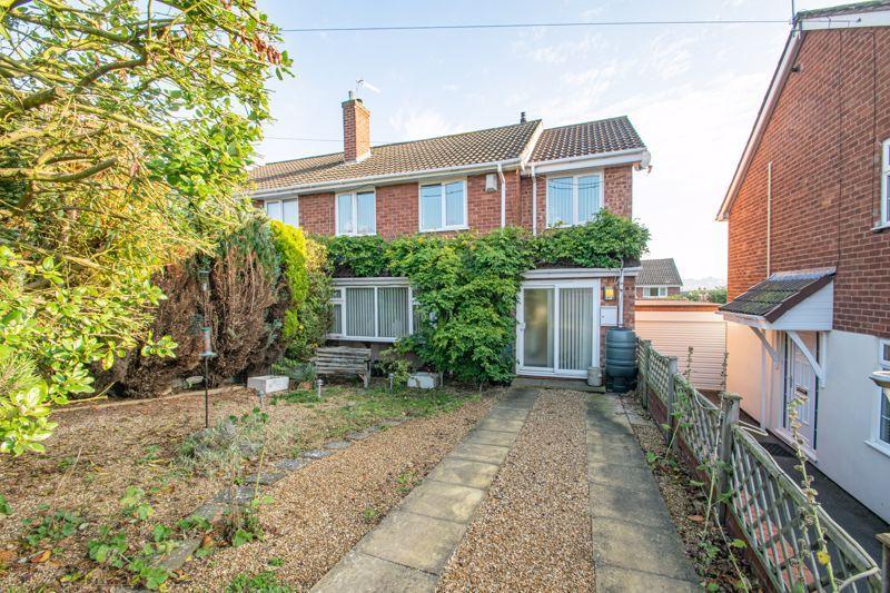4 bed house for sale in Sandringham Road 1