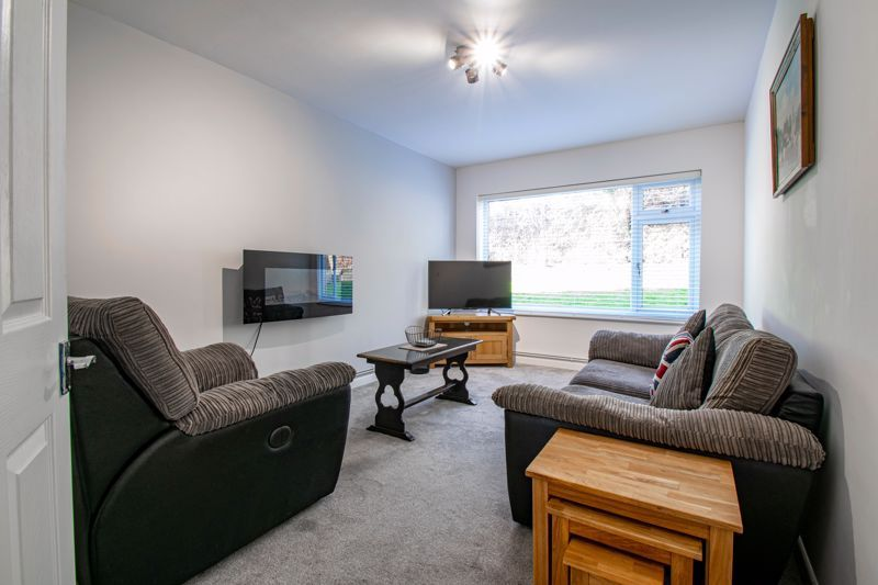 2 bed flat for sale in Stourbridge Road  - Property Image 4