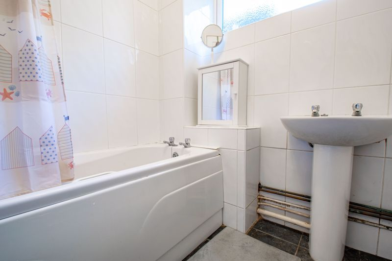 2 bed flat for sale in Stourbridge Road 9