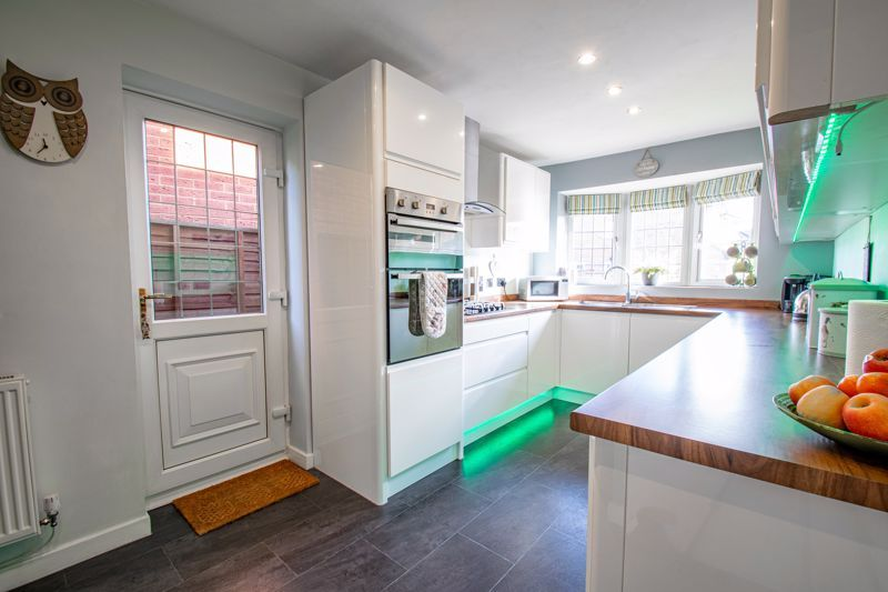 3 bed house for sale in Green Park Road 2