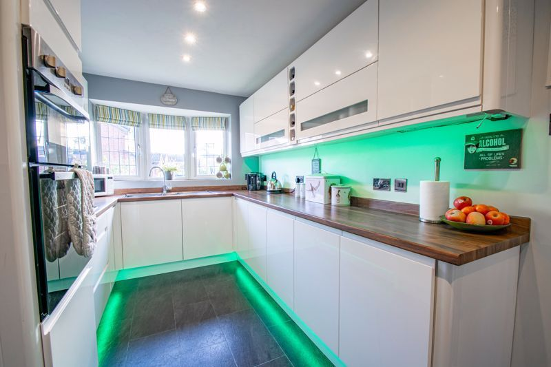 3 bed house for sale in Green Park Road 16