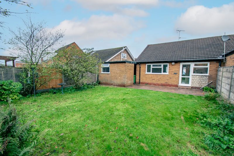 2 bed bungalow for sale in Parkfield Road  - Property Image 2