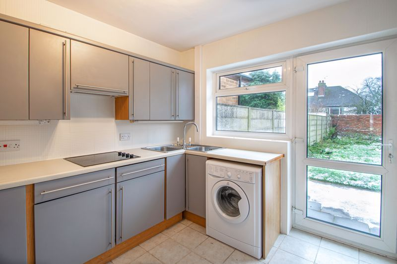 2 bed bungalow for sale in Parkfield Road  - Property Image 5