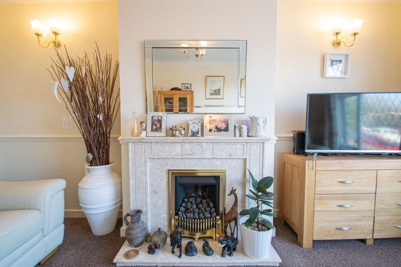 2 bed bungalow for sale in Birchgate 4