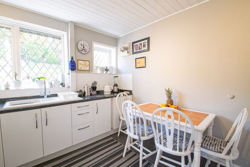 2 bed bungalow for sale in Birchgate 6