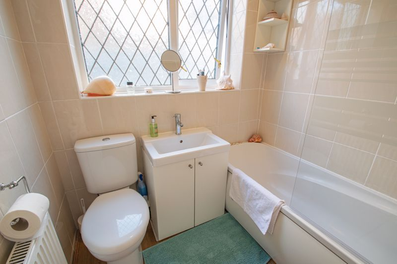 2 bed bungalow for sale in Birchgate 9