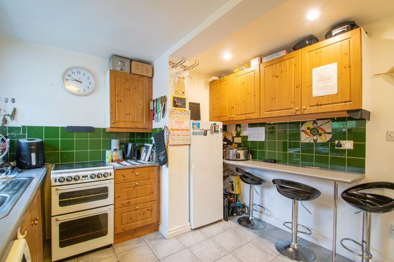 2 bed house for sale in Bridgnorth Road 4