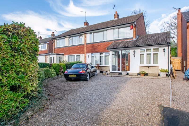4 bed house for sale in Hopgardens Avenue 1