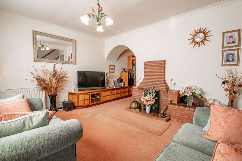 4 bed house for sale in Hopgardens Avenue  - Property Image 2