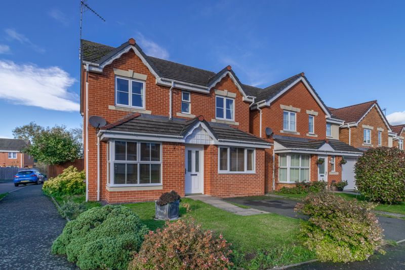 5 bed house for sale in Pulman Close  - Property Image 1