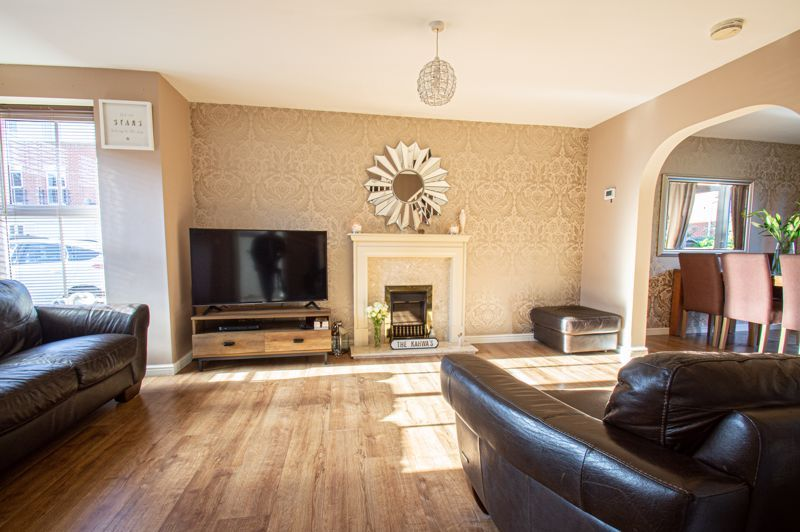 5 bed house for sale in Pulman Close  - Property Image 2
