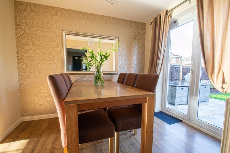 5 bed house for sale in Pulman Close  - Property Image 3