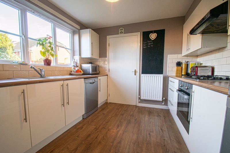 5 bed house for sale in Pulman Close  - Property Image 4