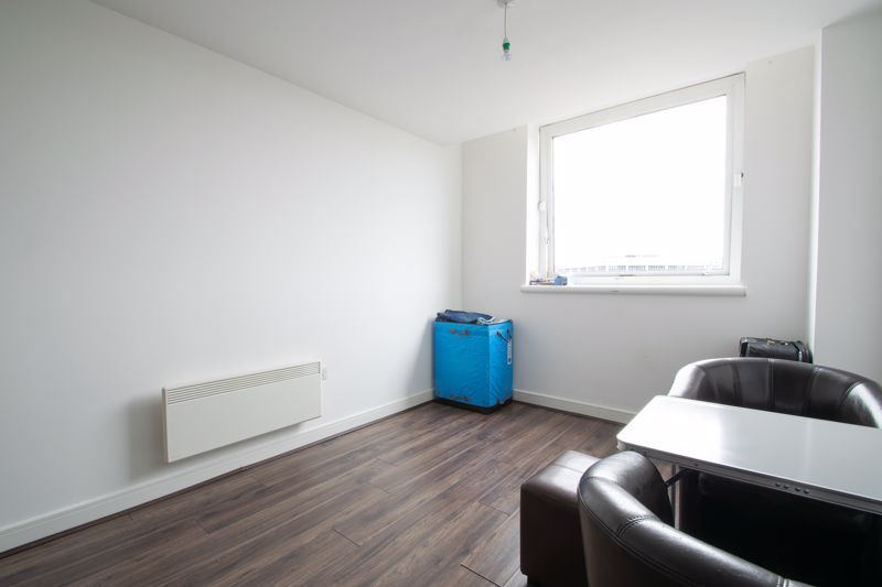1 bed flat to rent in Waterfront West 4