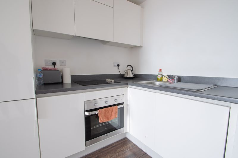 1 bed flat to rent in Waterfront West 6