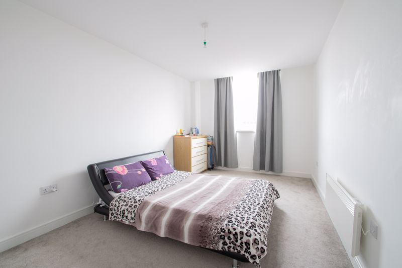 1 bed flat to rent in Waterfront West 8