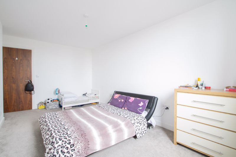 1 bed flat to rent in Waterfront West 9