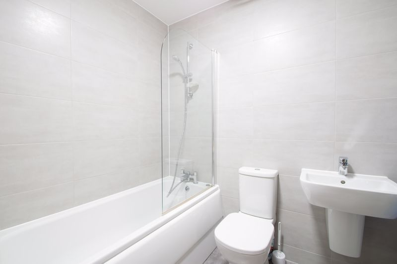 1 bed flat to rent in Waterfront West 10