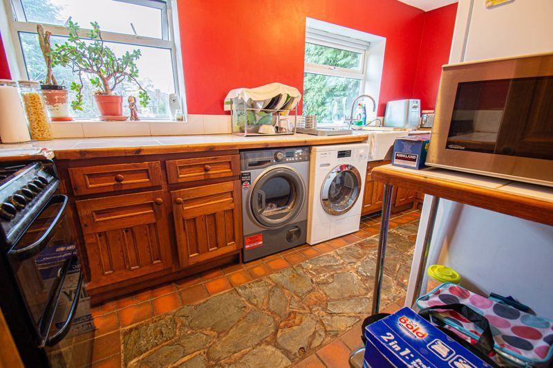 3 bed house for sale in Lyttleton Avenue 4