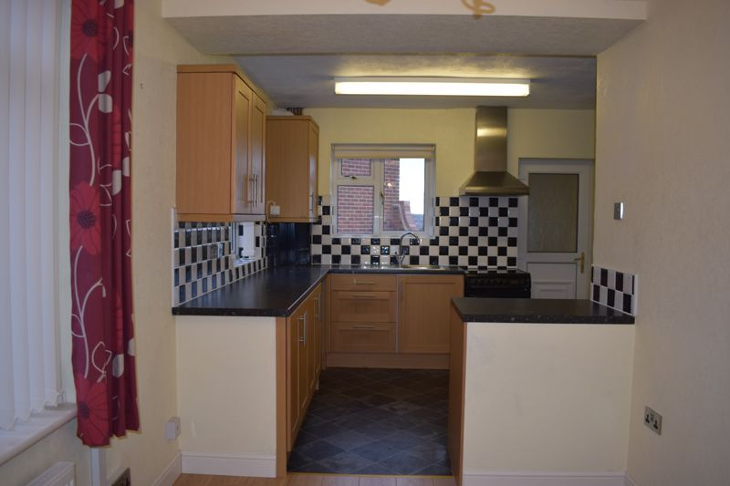 3 bed house to rent in Tree Acre Grove 3