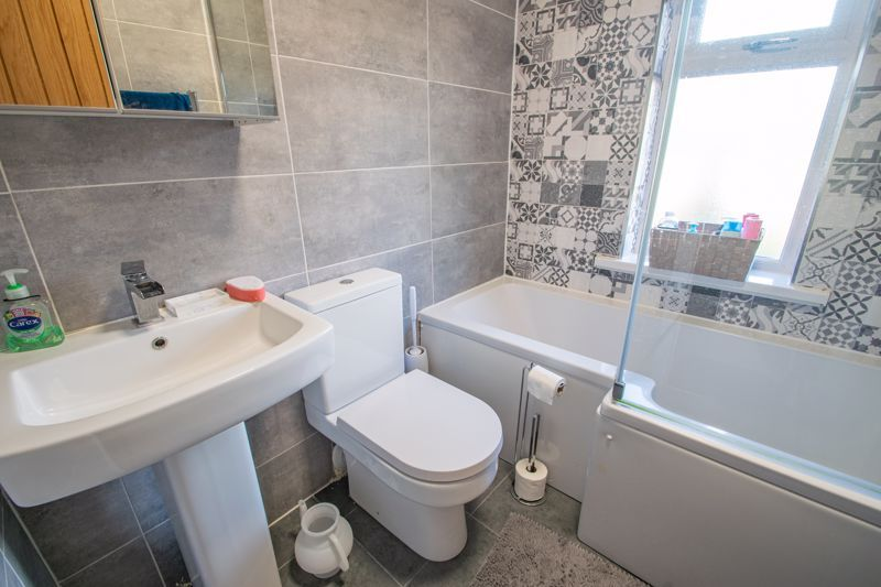3 bed house for sale in West Road 11