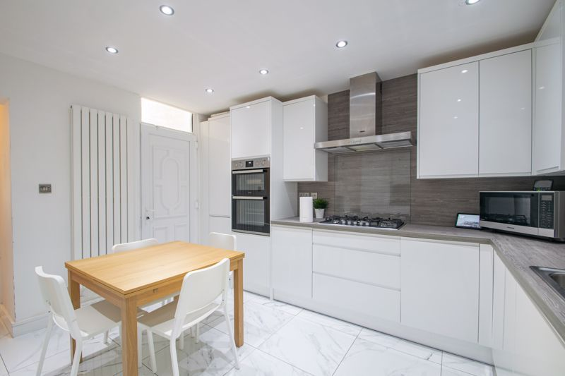 3 bed house for sale in West Road 15