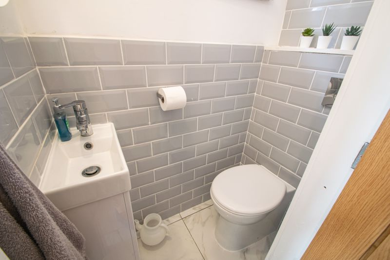 3 bed house for sale in West Road 16