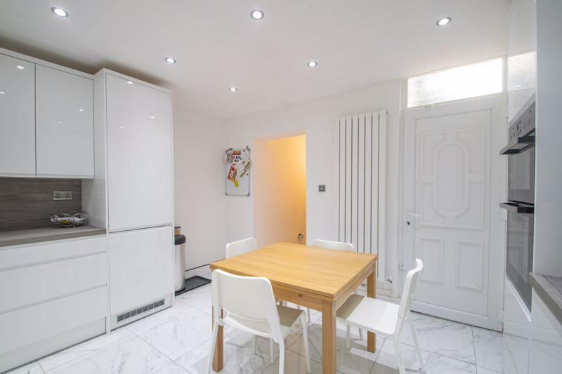 3 bed house for sale in West Road 7