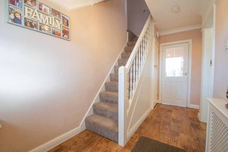 5 bed house for sale in Frankley Avenue 2