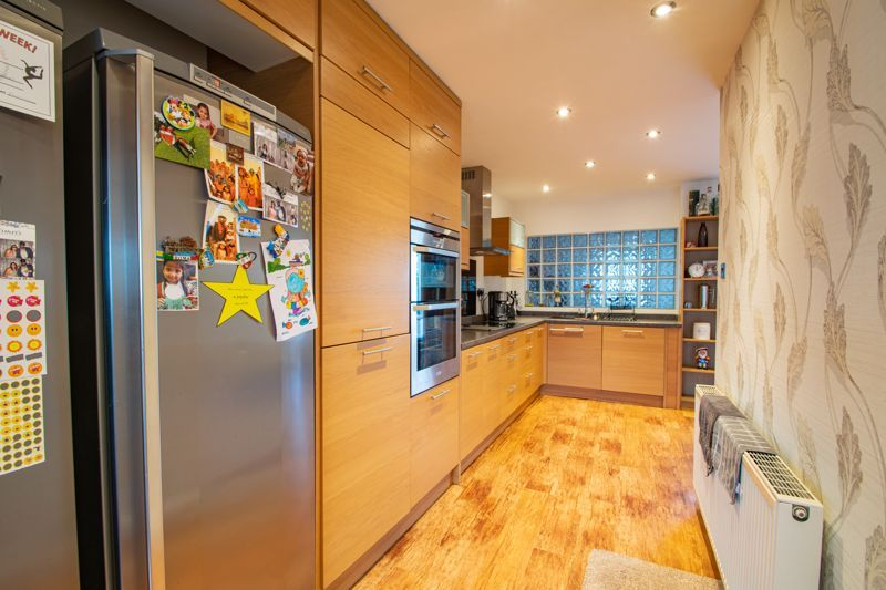 5 bed house for sale in Frankley Avenue 15