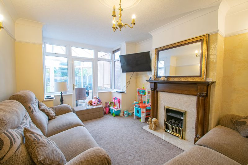 5 bed house for sale in Frankley Avenue 4