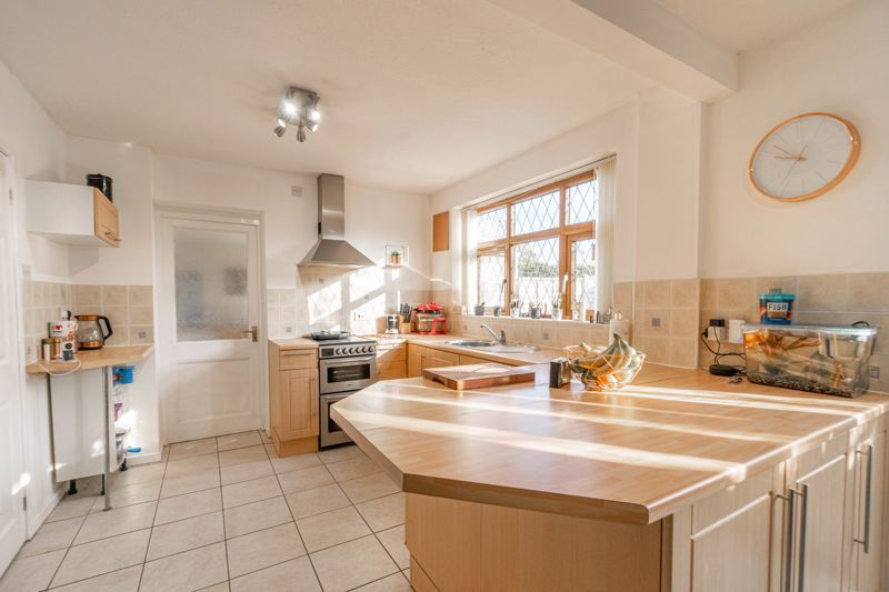 4 bed house for sale in Birmingham Road  - Property Image 2