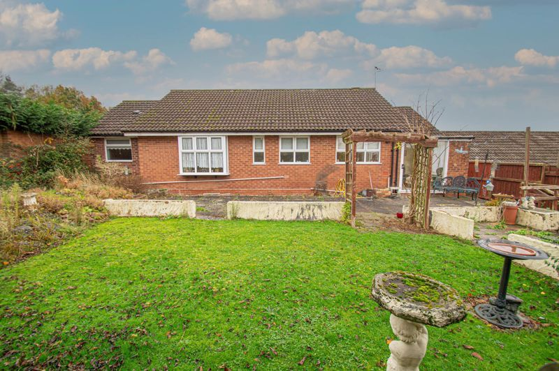 2 bed bungalow for sale in Ridings Lane 13