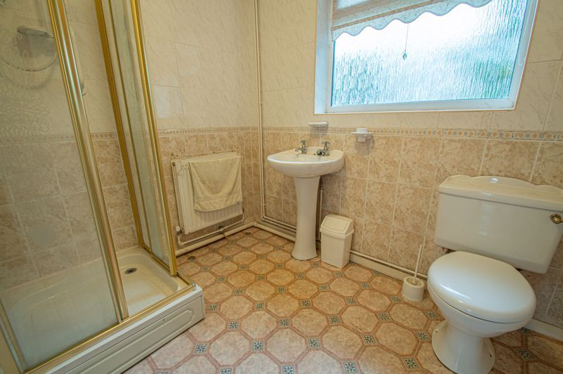 2 bed bungalow for sale in Ridings Lane  - Property Image 5