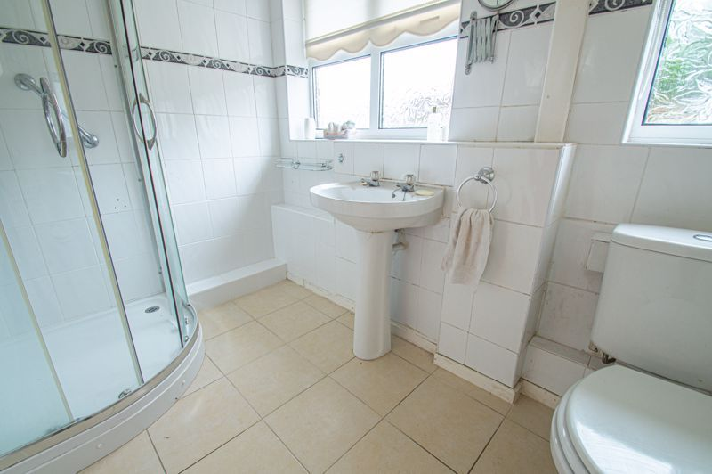 2 bed bungalow for sale in Ridings Lane 7