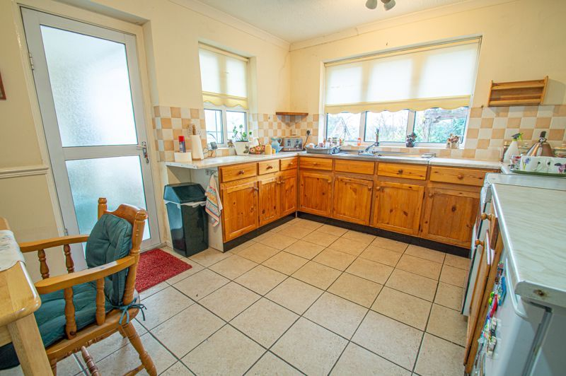 2 bed bungalow for sale in Ridings Lane 8
