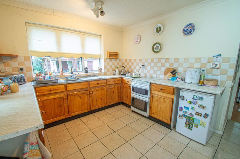 2 bed bungalow for sale in Ridings Lane 9