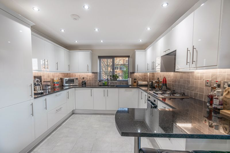 2 bed flat for sale in Brookes Close  - Property Image 2