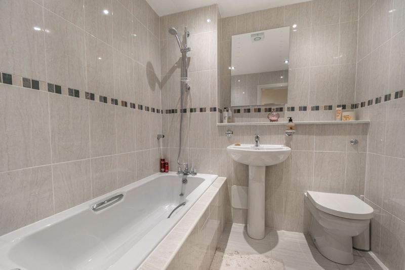 2 bed flat for sale in Brookes Close 11