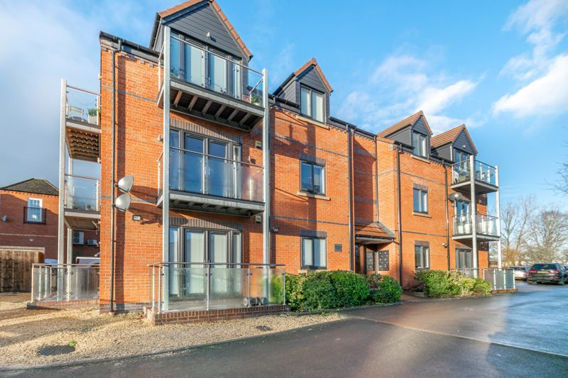 2 bed flat for sale in Brookes Close 13