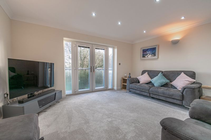 2 bed flat for sale in Brookes Close 3