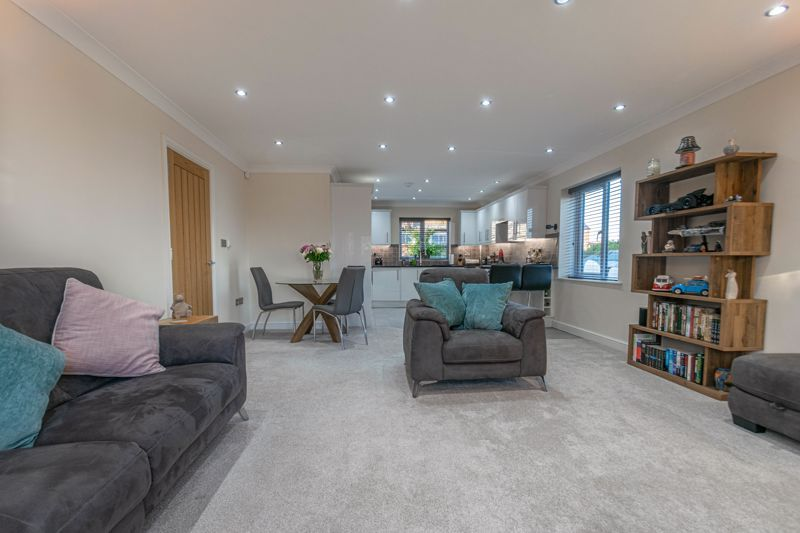 2 bed flat for sale in Brookes Close 4
