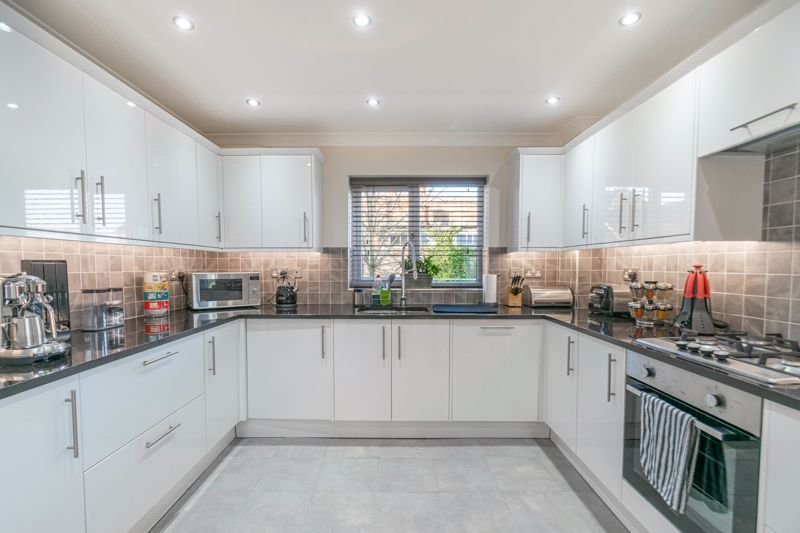 2 bed flat for sale in Brookes Close 6