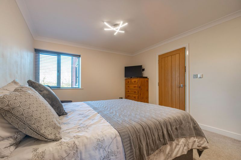 2 bed flat for sale in Brookes Close 8