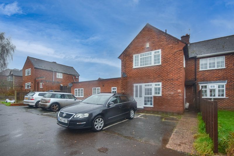 3 bed house to rent in Lyttleton Avenue 1