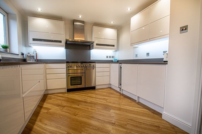 4 bed house for sale in Weatheroak Close 3