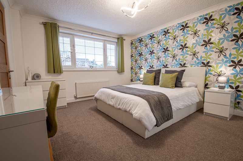 4 bed house for sale in Weatheroak Close 9