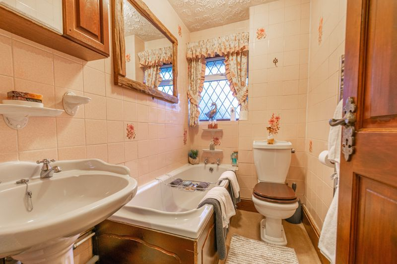 3 bed house for sale in Broadwas Close 12